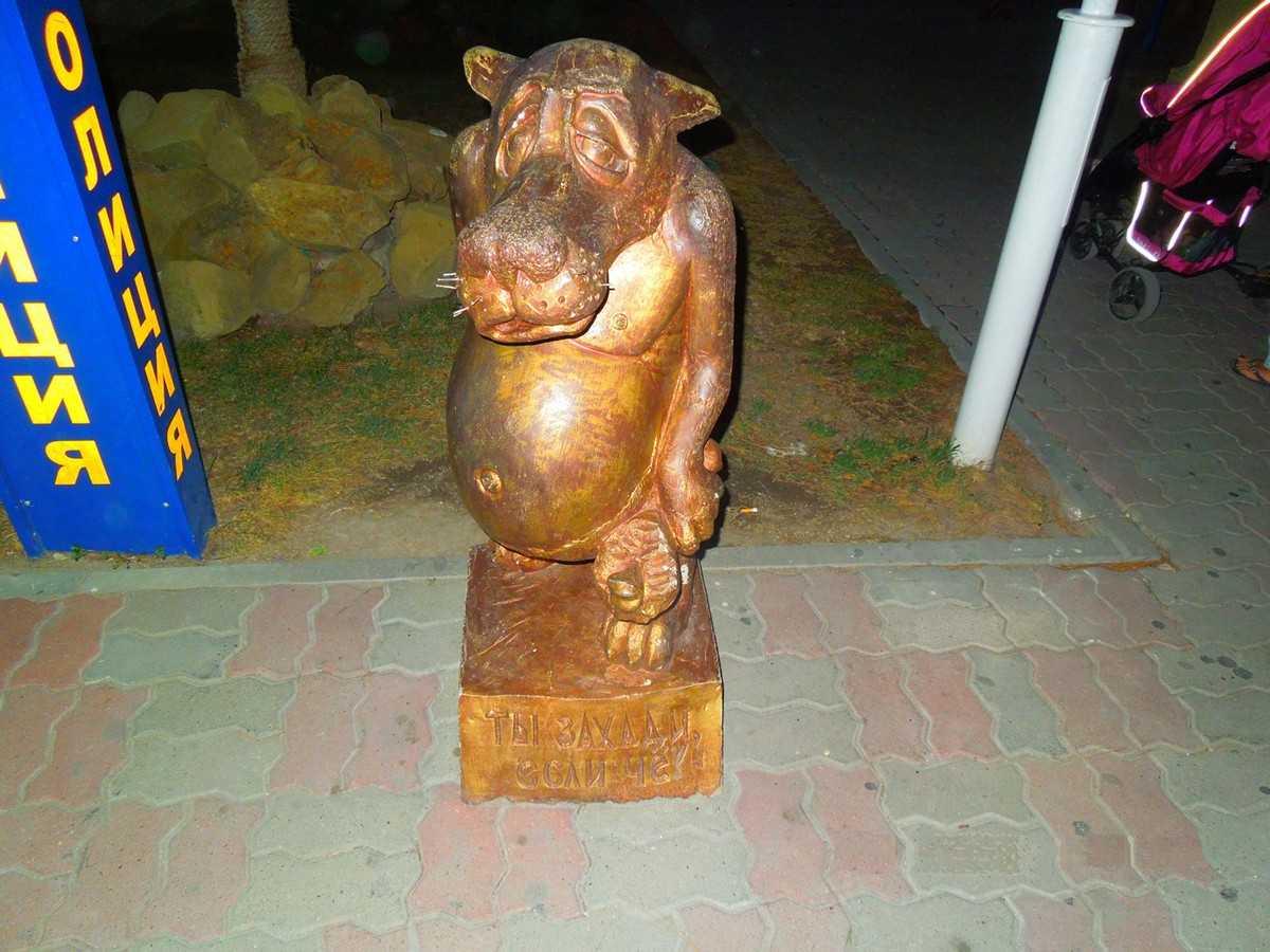 Статуя волка в Кабардинке