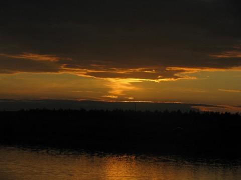 Вид на небо когда Солнце на горизонте