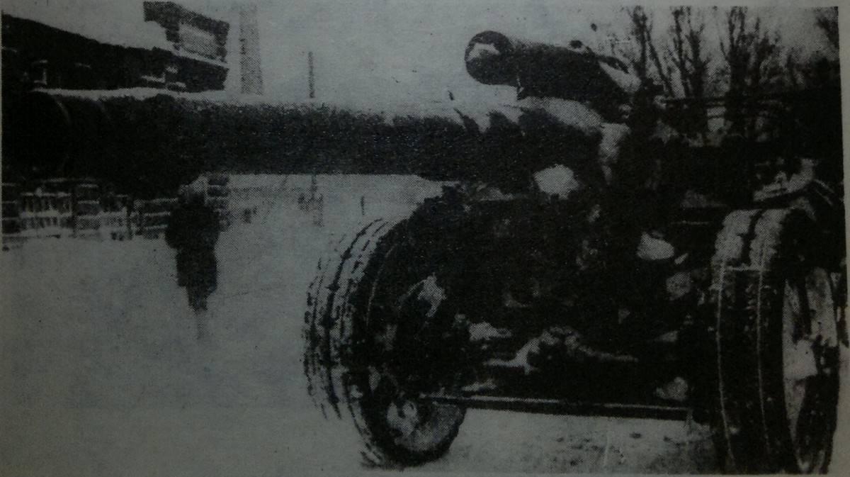 Трофейная пушка в Яхроме, декабрь, 1941 год