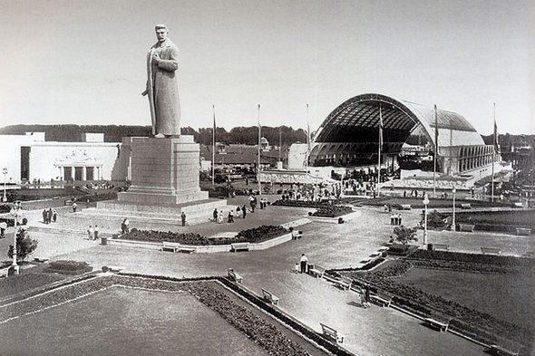Сталин на ВДНХ