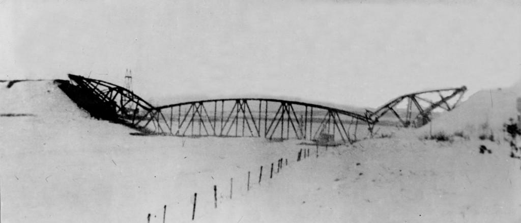 Дмитровский мост после подрыва. Декабрь 1941-г