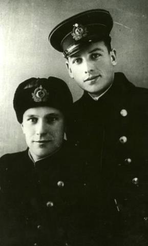 Капитан А.Н. Голяко с боевым товарищем