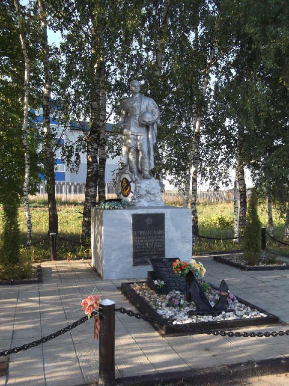 Братская могила на шоссе у деревне Парамоново
